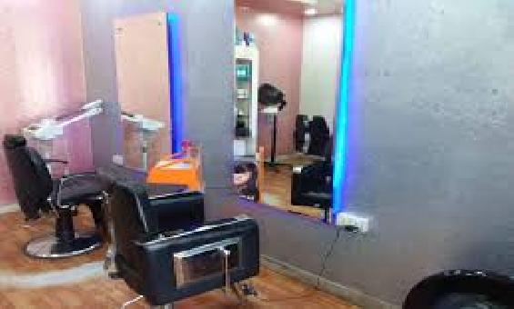 Makeover unisex salon